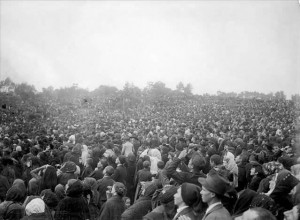 "Witnessing the ""miracle of the sun"" at Fátima, Portugal, October 13, 1917"